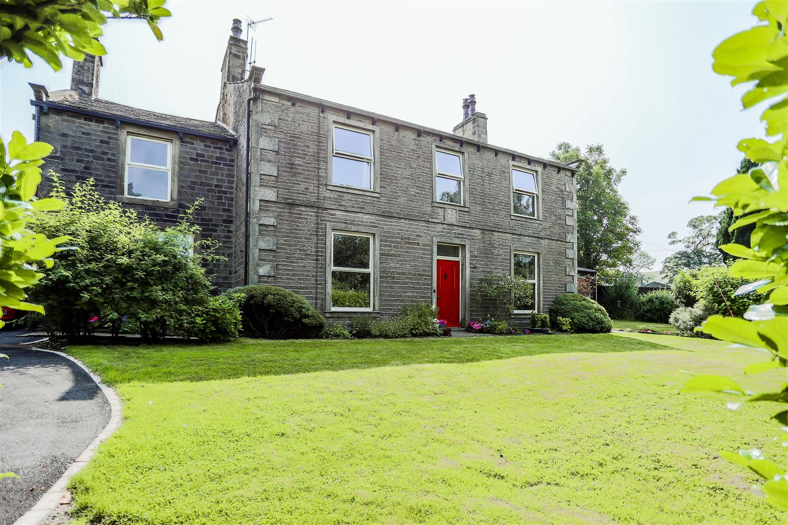 6 Bedroom Detached House For Sale - Main Image